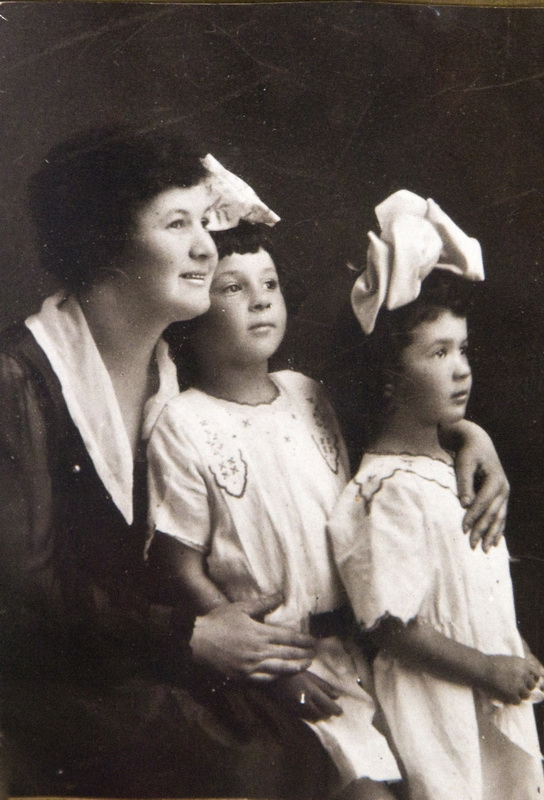 W_Nanny Alice with my mom Florence and my aunt Sylvia in the 1910s