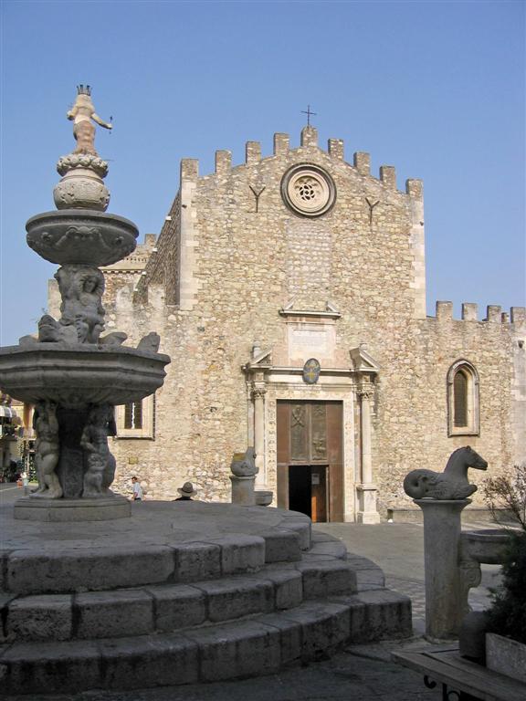 574 Piazza Duomo Taormina.JPG