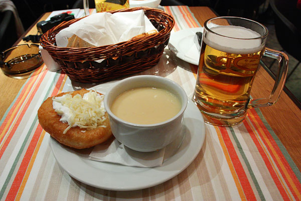 Fokhagymaleves, tejfölös - sajtos lángossal: Garlic cream soup served with traditional Hungarian fried bread.