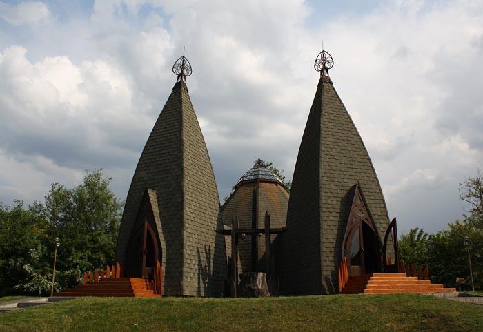 Opusztaszer,church