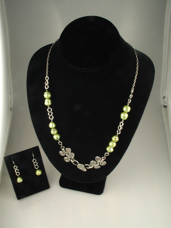 Charteuse Fresh Water Pearl Necklace Set