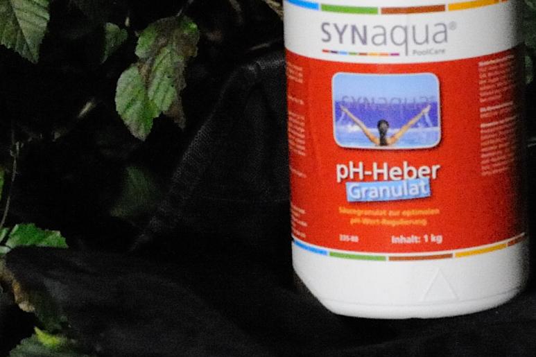 D7H_9555-crop D700 ISO 6400.jpg