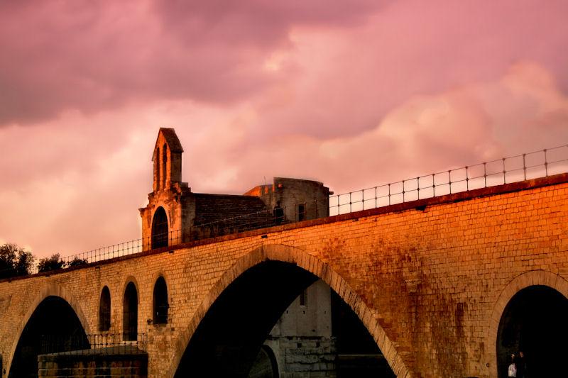 Avignons Pont St-Bénezet with chapel