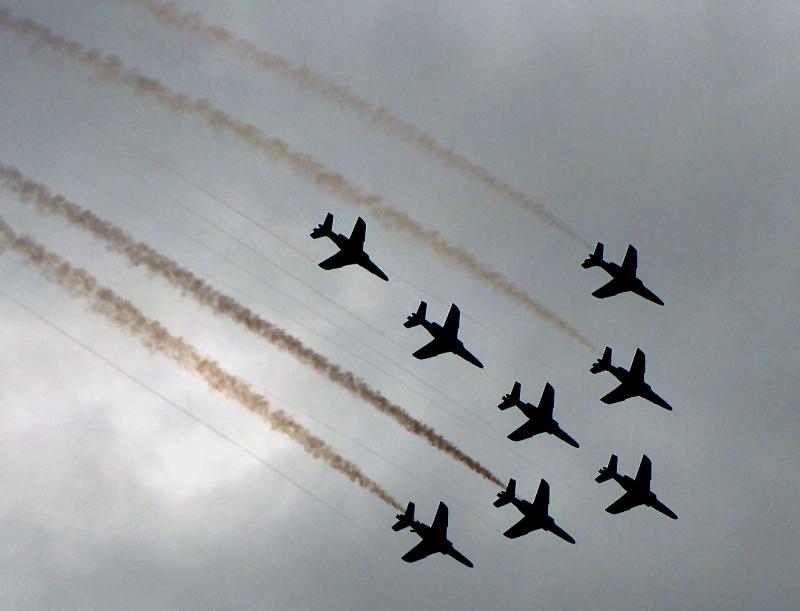escadron de huit avions