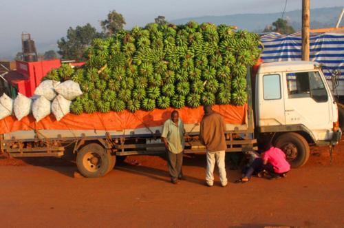 4078 Banana Truck Kampala.jpg