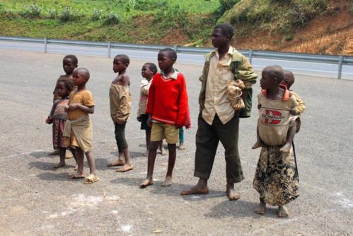 4919 Locals near Kibale.jpg