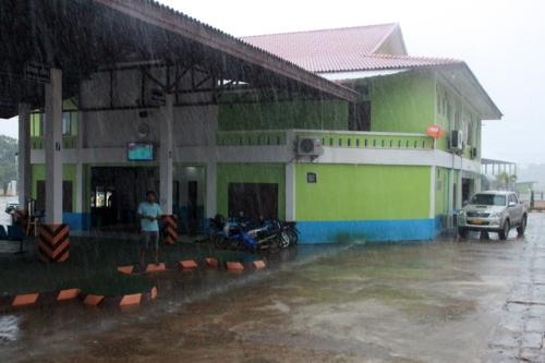 1529 Monsoon rain Huay Xai.jpg