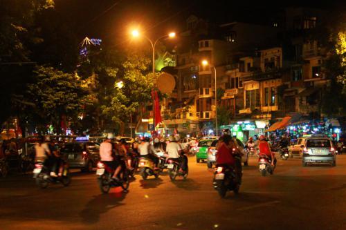 1995 Hanoi bikes night.jpg