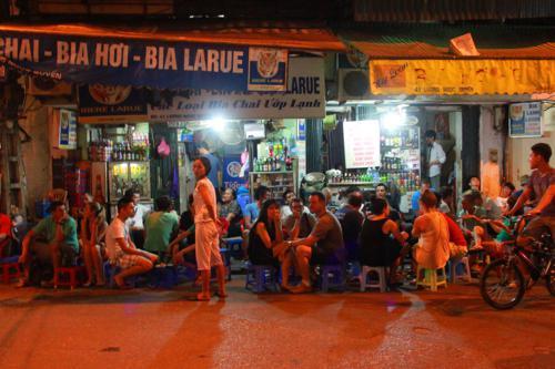 2042 Bia Hoi corner.jpg