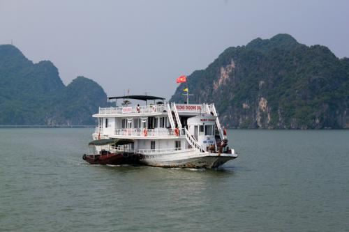 2109 Entering Halong Bay.jpg