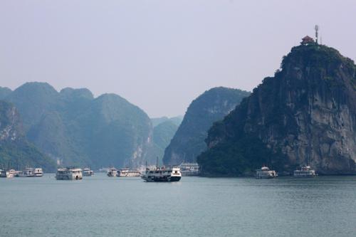 2143 Halong Bay boats.jpg