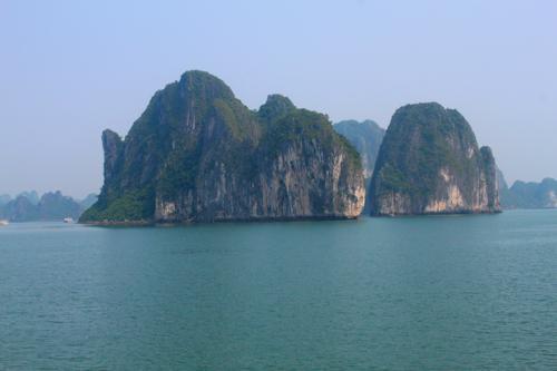 2395 Island Halong Bay.jpg