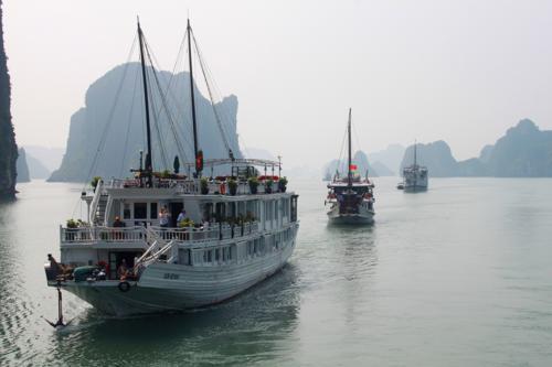 2423 Three Boats Halong.jpg
