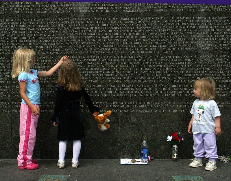 Children next to St. Paul Vietnam Memorial