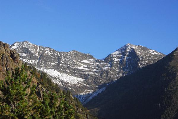 (L) Pic de Medacorba (2913m) - (R) Pic del Pla de lEstany (2859m)