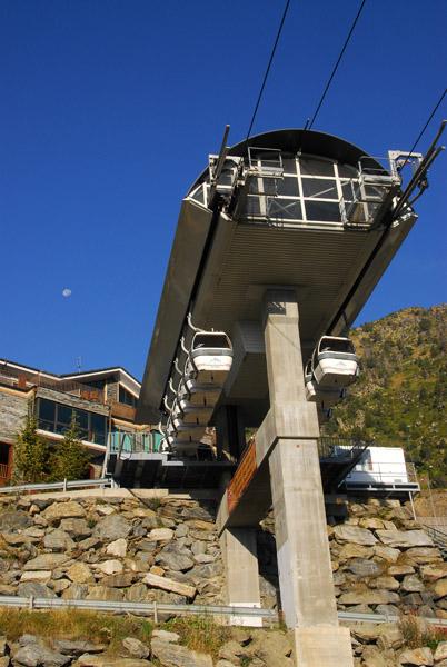 Comallempla gondola ski lift, Arinsal