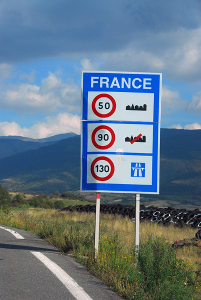 French border - national speedlimits sign