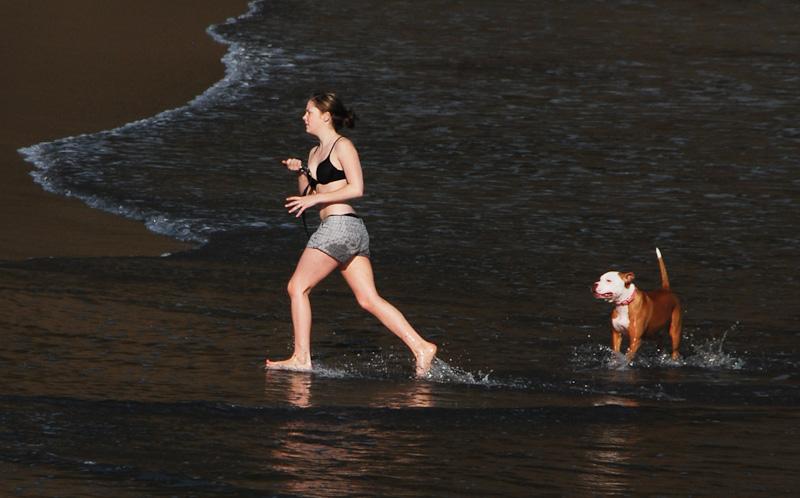 20090809_3437...Girl and dog