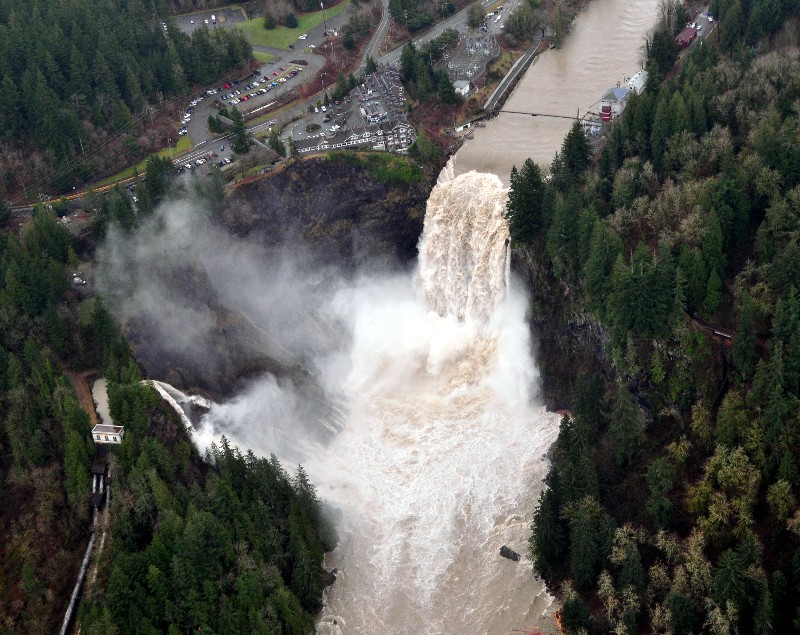 powerful Snoqualmie Falls