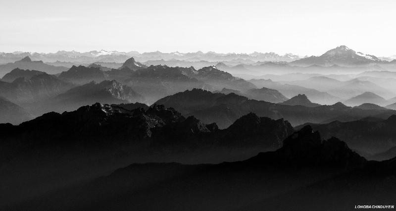vast Cascade Mountains and Glacier Peak