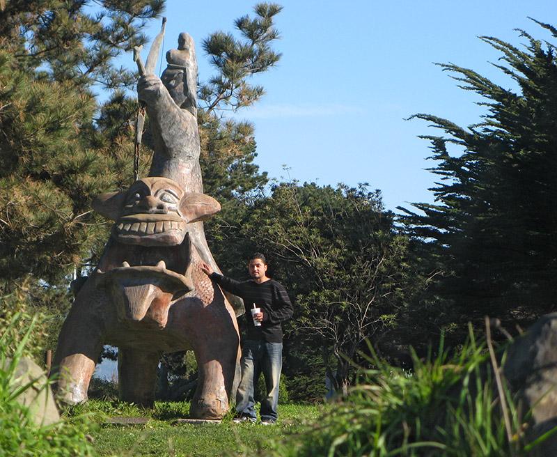 Group member shows height of <a href=http://tinyurl.com/7ql4kq target=_blank><u>sculpture</u></a> - mImg 2554
