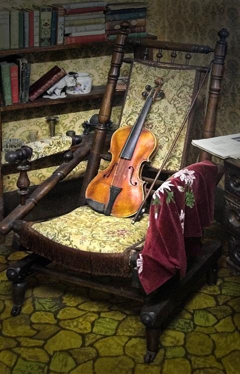 Violin on chair ~*