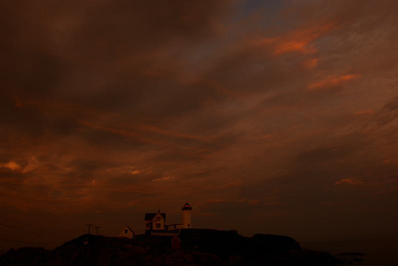DSC08027.jpg nubble lighthouse last night.... see