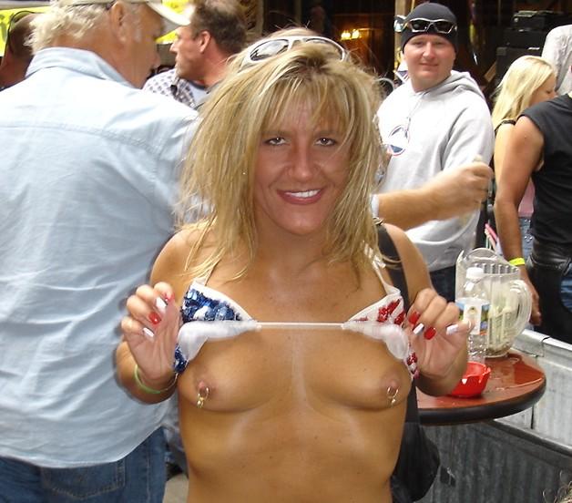 surgis-women-topless
