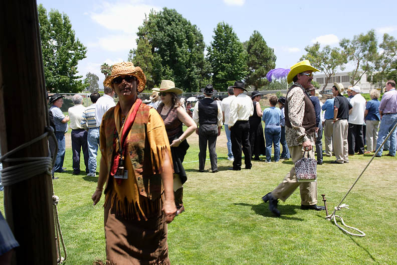 <b> Look at that cowboy with the purse and yellow hat ....I guess we know which mountain hes from</b>