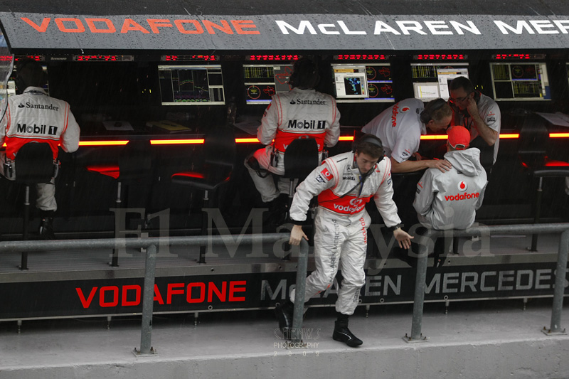 McLaren technicians at the pit wall