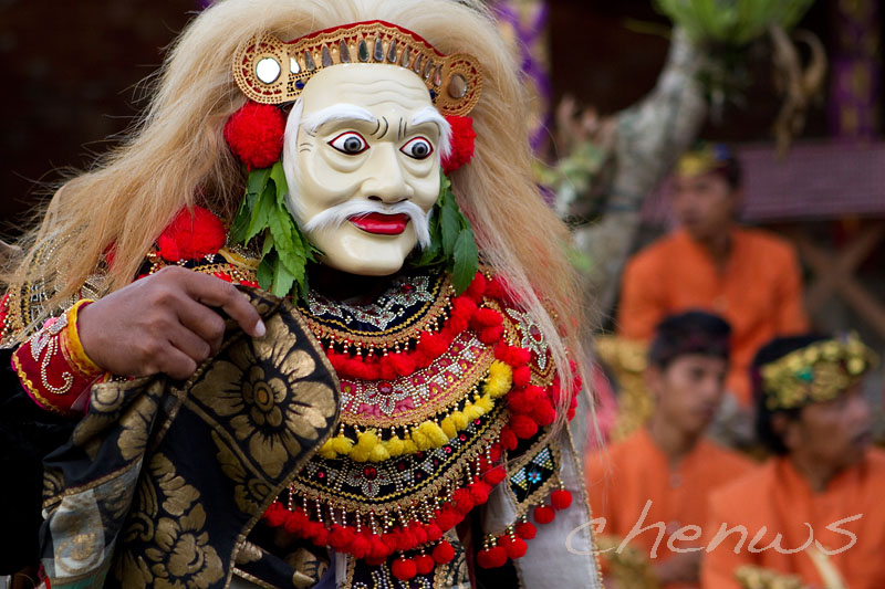 Topeng tua, meaning old mask, performed by a seasoned artist _MG_3047.jpg