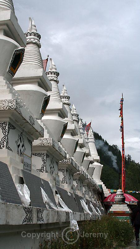 Dagobas, Shuzheng Tibetan Village (Aug 06)