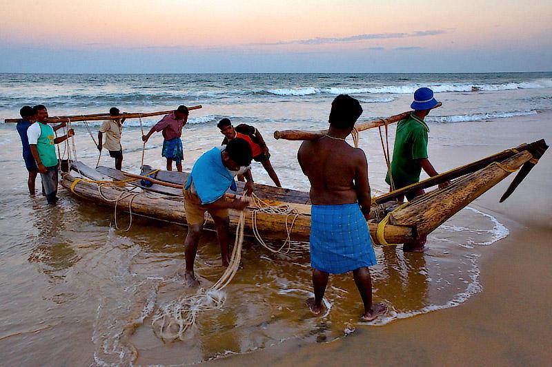 Catamarans after sundown ...