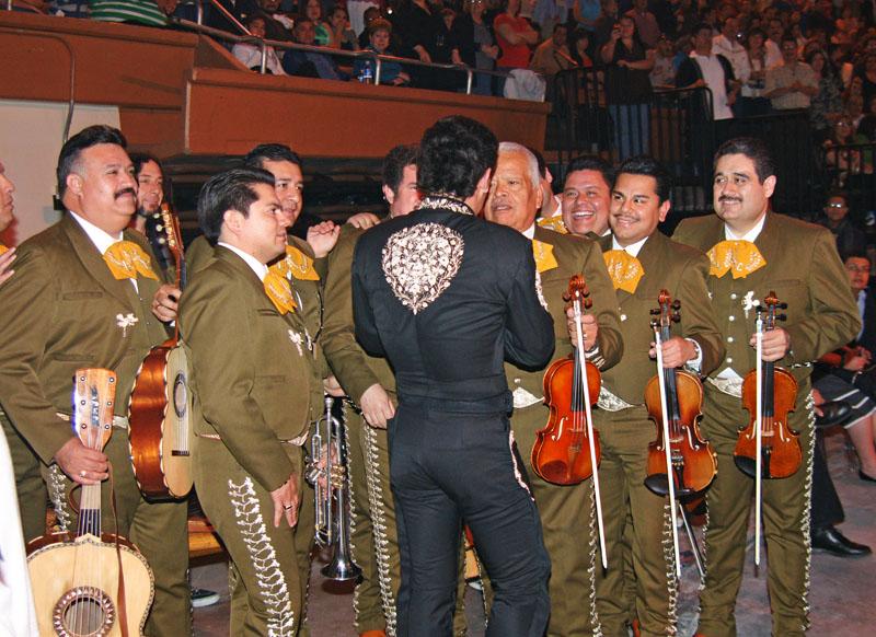 Los Camperos and Pedro Fernández 2.jpg