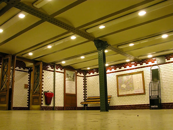 Deák Tér tube station