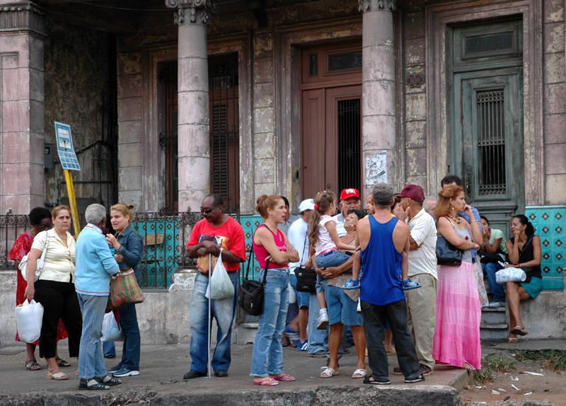 Bus stop - Havana