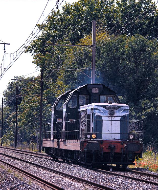 2 anonymous BB66000 near Grans and Salon-de-Provence.
