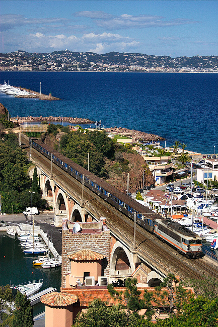 The BB25678 on the La Rague bridge, near Cannes.