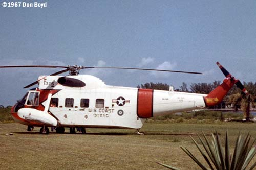1967 - USCG Sikorsky HH-52A #CG-1375 on front lawn of Coast Guard Station Lake Worth Inlet photo #CG-CG1375atLWI-2