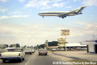 1970 - Eastern Airlines B727-225 final approach over US 1 at Ft. Lauderdale-Hollywood International Airport stock photo