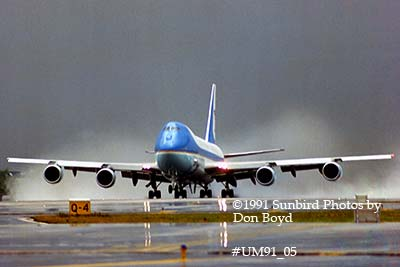 1991 - USAF VC-25A (747-2G4B) Air Force One #82-9000 takeoff in the rain aviation stock photo #UM91_05