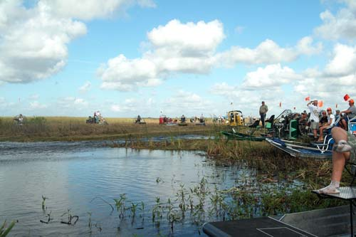 Airboat operators with passengers ready to go out to the Eastern Airlines flight 401 crash site, photo #2881