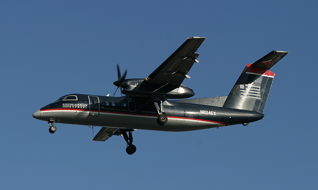 US Airways Express DH-8 approaching LGA RWY 4