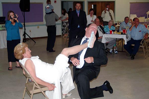 Pete removing Lindas garter, photo #9067