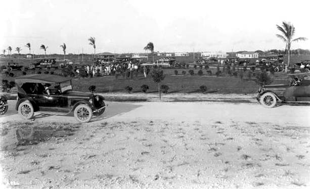 1921 - a large group of visitors at Hialeahs Triangle Park