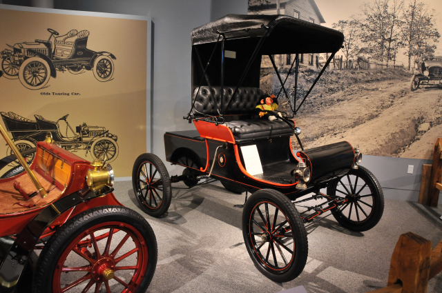 1901 Oldsmobile Curved Dash, on loan from Lehigh County Historical Society.
