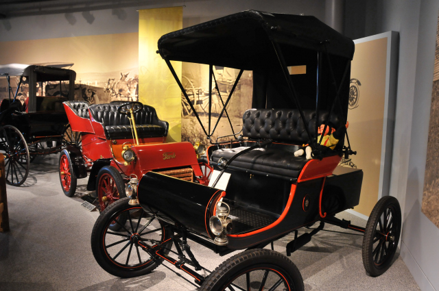 1901 Oldsmobile Curved Dash, foreground, and 1903 Ford Model A Runabout.