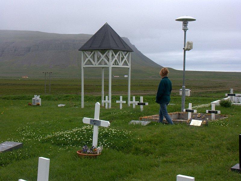 Kirkjugarðurinn við Staðarhólskirkju