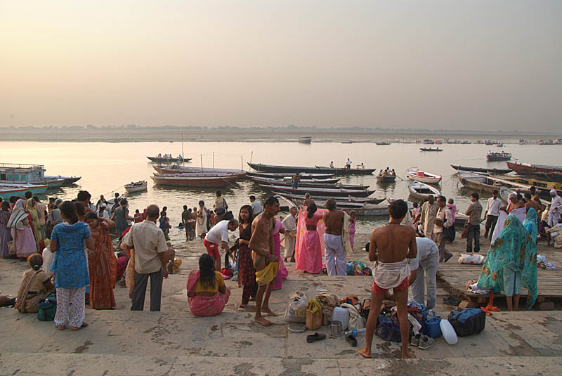 Early Morning by the Ganges 03