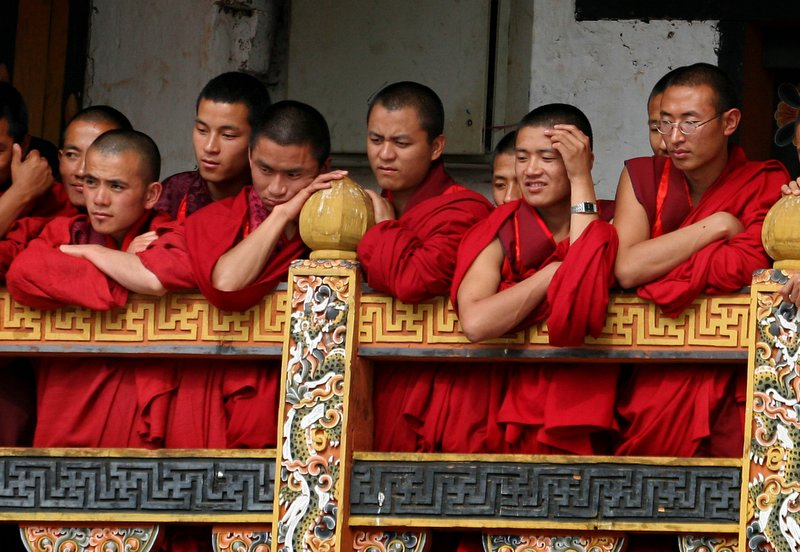monks-Bhutan
